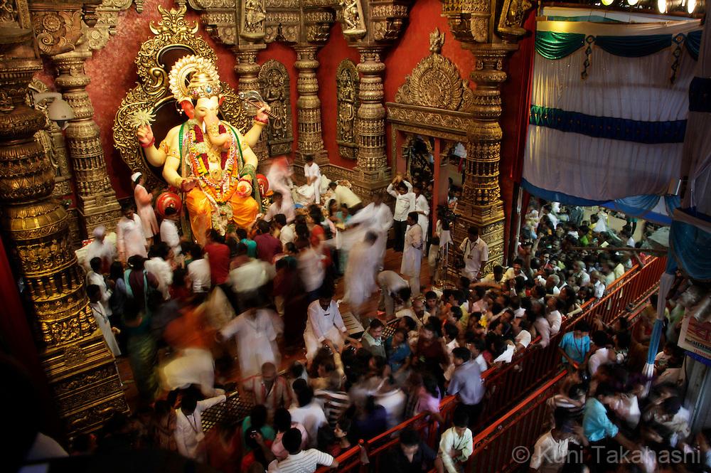 India Ganpati Festival   Kuni Takahashi Photography Hinduism People Worshiping
