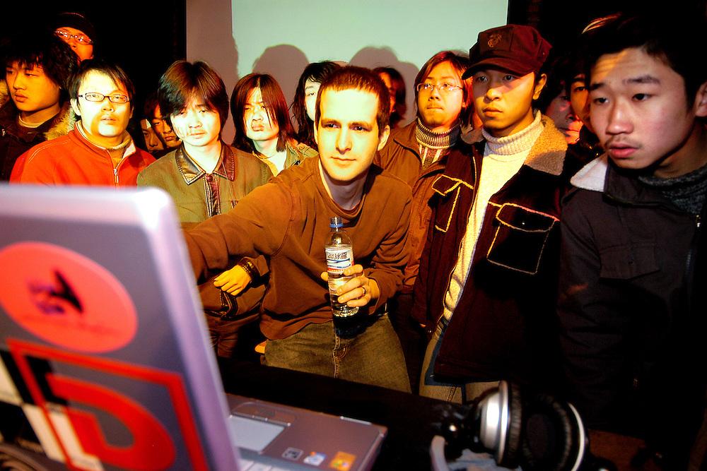 DEADBEAT/MUTEK CHINE 2005/CAROLINE HAYEUR