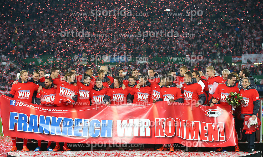12.10.2015, Ernst Happel Stadion, Wien, AUT, UEFA Euro 2016 Qualifikation, Oesterreich vs Liechtenstein, Gruppe G, im Bild Jubel nach dem Spiel von Team Oesterreich // during the UEFA EURO 2016 qualifier group G between Austria and Liechtenstein at the Ernst Happel Stadion, Vienna, Austria on 2015/10/12. EXPA Pictures © 2015, PhotoCredit: EXPA/ Thomas Haumer // during the UEFA EURO 2016 qualifier group G between Austria and Liechtenstein at the Ernst Happel Stadion, Vienna, Austria on 2015/10/12. EXPA Pictures © 2015, PhotoCredit: EXPA/ Thomas Haumer