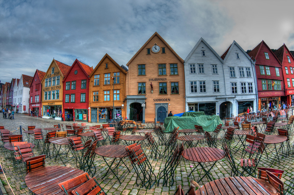Colorful view of wooden buildings old city bergen norway for Colorful tree house