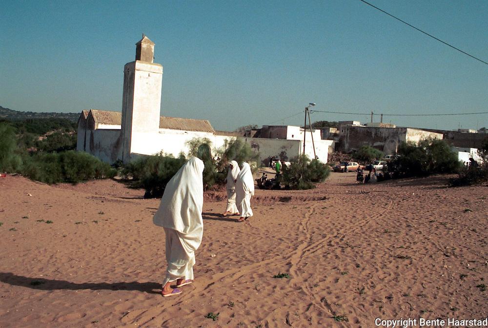 Berberlandsbyen Diabat (Regragua), som ble befolket av hippier på 60-tallet, etter at Jimi Hendrix hadde vært her. Ryddet av politiet på 70-tallet etter fler enarkodrap. Nå stille..neg