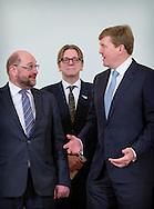 3-12-2015 -DEN HAAG - Voorzitter Martin Schultz van het Europees Parlement ontmoet koning Willem Alexander op Paleis Noordeinde. Schultz brengt een bezoek aan Den Haag met de fractievoorzitters uit het Europees Parlement in aanloop naar het Nederlandse EU-voorzitterschap. bert koenders COPYRIGHT ROBIN UTRECHT<br /> <br /> 3-12-2015 -THE HAGUE - President of the European Parliament Martin Schulz met King William Alexander at Noordeinde Palace. Schultz will visit The Hague with the chairmen of the European Parliament ahead of the Dutch EU presidency. bert koenders COPYRIGHT ROBIN UTRECHT