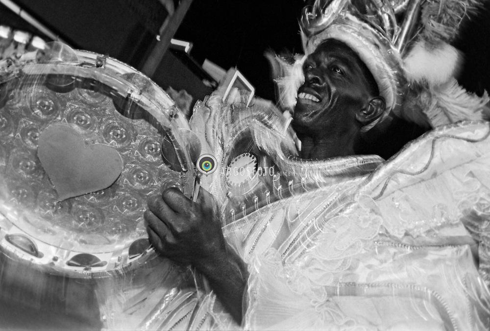 """Carnaval 1996. Desfile da sescolas de samba no sambodromo do Rio de Janeiro. Desfile da Mocidade Independente de Padre Miguel, campea do carnaval com o enredo """"Criador e Criatura""""/ Samba school parade in the Sambadrome in the 1996 Carnival. School of samba Mocidade Independente de Padre Miguel, the winner thos year."""