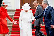 24-6-2015 BERLIN - Britain's Queen Elizabeth II and her husband Prince Philip, The Duke of Edinburgh with German President Joachim Gauck (R) and partner of the German President Daniela Schadt (L) as they arrive at Bellevue Palace in Berlin on June 24, 2015.Queen Elizabeth II arrives with Duke of Edinburgh Prince Philip at the Bellevue Palace  and meet with Gauck at Bellevue and military honors afterwards for a 3 days state visit to Germany .COPYRIGHT