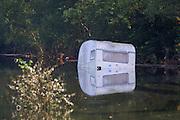 """Elbe floods near Laasche. Flooded campground. Ein Wohnwagen schwimmt wie eine Boje im Wasser und spiegelt sich an der Wasseroberfläche. Nach einem Deichbruch bei Gartow (Lüchow-Dannenberg) überschwemmte das """"Jahrhunderthochwasser"""" der Elbe einen Campingplatz und spülte nicht evakuierte Wohnwagen fort."""