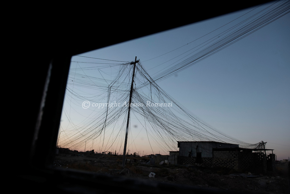 Iraq, Bartella: Messed up electric cables hanged at a pole. Alessio Romenzi