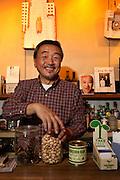 """Otsuka Takashi at """"Tak's Knot"""" bar in Nichome (interview)"""