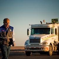 Ruben Araya Araya, controlador de ruta. Garita de Descanso, Km 62, camino a Minera Escondida. Copec, 80 años. Antofagasta, Chile. {date}, {time} (©Alvaro de la Fuente/Triple.cl)