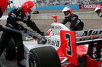 Helio Castroneves pits at the Phoenix International Raceway, XM Satellite Radio Indy 200, March 19, 2005