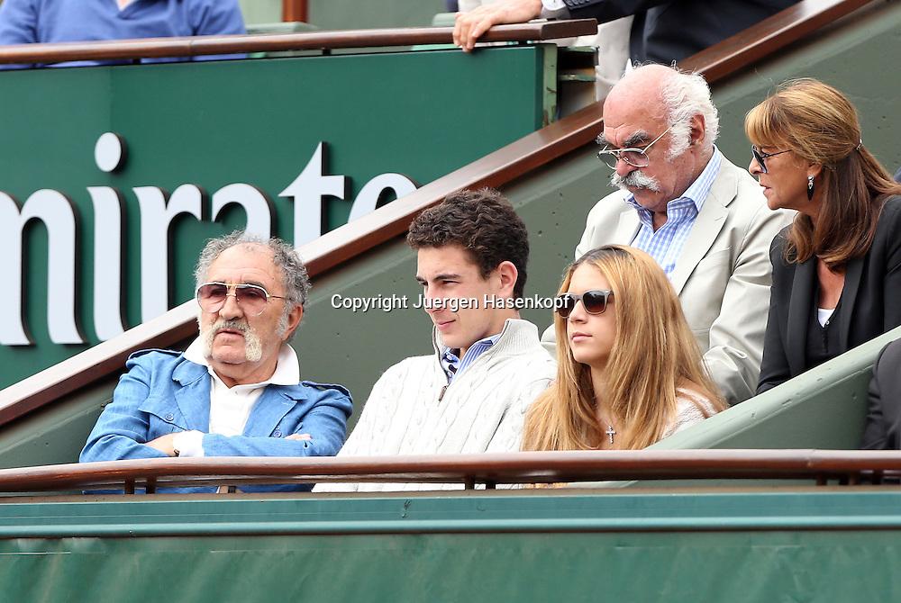 French Open 2014, Roland Garros,Paris,ITF Grand Slam Tennis Tournament,<br /> Tennis Impresario Ion Tiriac (ROU) sitzt mit Gaeste in seiner Loge am Centre Court, Einzelbild,Halbkoerper, Querformat,