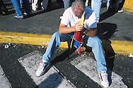 Marcha de la Oposición con destino Miraflores durante el 11 de abril de 2002.  Los sucesos ocurridos en abril fueron  consecuencia del descontento de algunos sectores de la sociedad venezolana con el gobierno del Presidente Hugo Chávez. (Ramón Lepage / Orinoquiaphoto)  Opposition's March with destiny Miraflores during April 11, 2002. The events happened in April were consequence of the displeasure of some Venezuelan sectors of the society with the government of President Hugo Chavez. (Ramon Lepage/Orinoquiaphoto)....