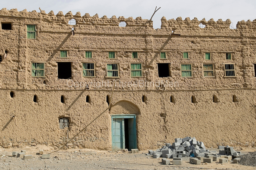 The village of Al Hamra has houses made of mud. Doors might be intricately carved and have fine Omani metal work. The villag has date palm groves and is well irrigated with a falaj.