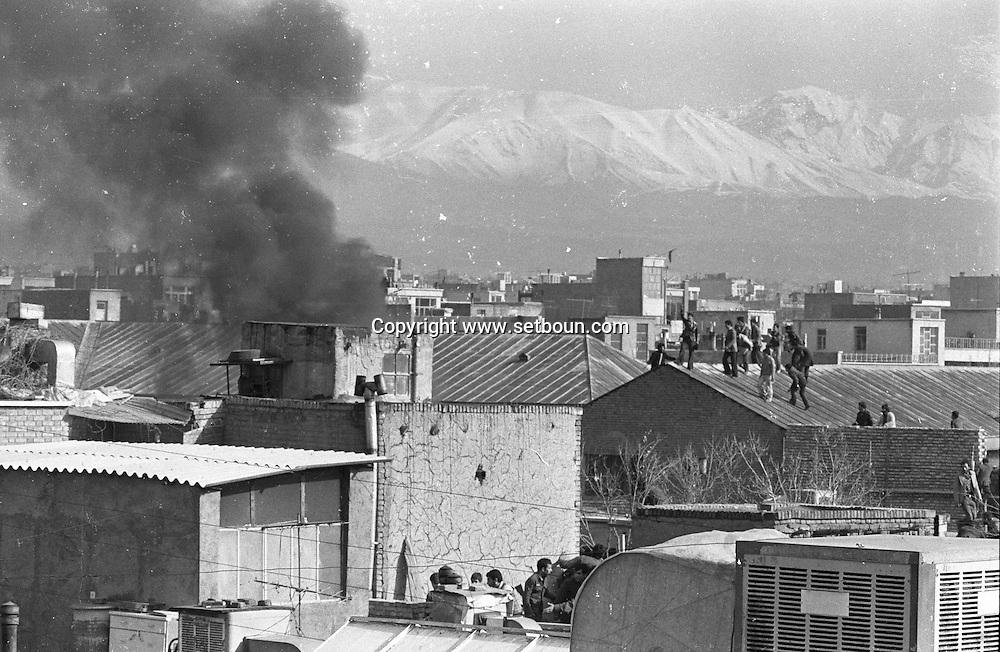 Iran - 10/02/1979/ -begining of the insurection and islamic take over at Farah Abad airdorce base. tehran. Iran, /// debut de l insurection et de la prise de pouvoir par l opposition islamique, la caserne de l armee de l'air de farah Abas se rend pratiquement sans combat;  dix jours apres l arrivee  de l ayatollah khomeyni  a teheran   /// IRAN25308 38