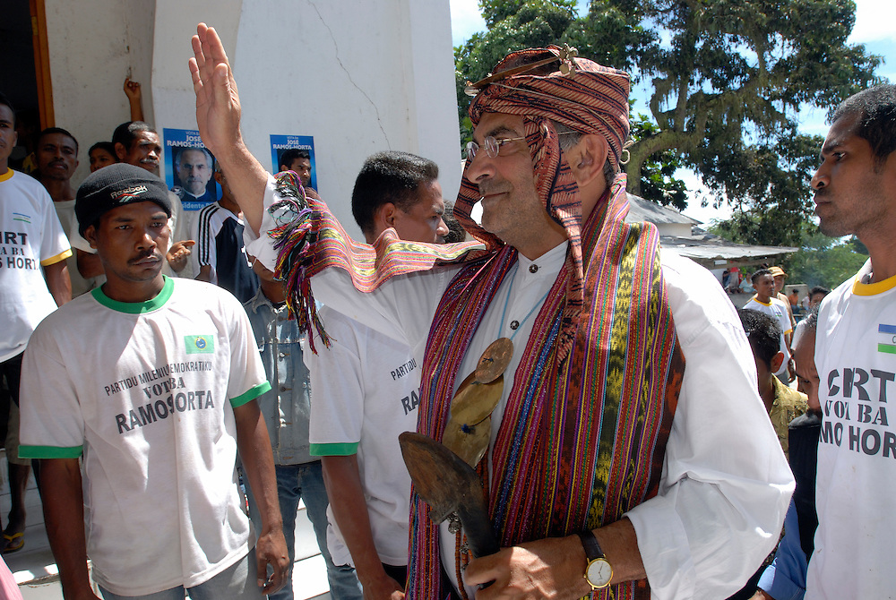 Dressed in tradtional East Timorese dress, Presidential candidate Jose Ramos Horta's campaign trail leads him to the coastal city of Baucau. 06 May 2007