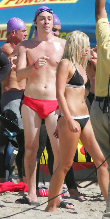 """September 28, 2005 Malibu, CA. **EXCLUSIVE** Zach Braff films a funny scene for an episode of Scrubs titled """"My Day At The Races"""". In this scene Zach's character competes in a triathlon but the water is to cold for him. Sales: Eric Ford 1/818-613-3955 info@onlocationnnews.com"""