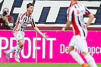 TILBURG - Willem II - Vitesse , Voetbal , Seizoen 2015/2016 , Eredivisie , Koning Willem II Stadion , 09-08-2015 , Willem II speler Erik Falkenburg (l) scoort de 1-0 en viert dit