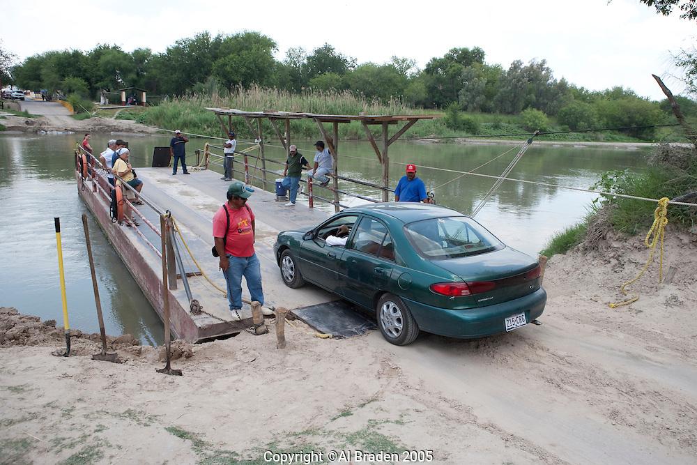 Rope ferry across Rio Grande/Rio Bravo at Los Ebanos, Texas