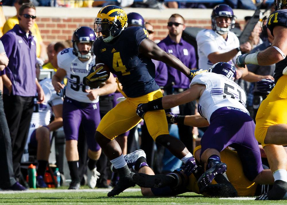 Oct 10, 2015; Ann Arbor, MI, USA; Michigan Wolverines running back De'Veon Smith (4) rushes in the second quarter against the Northwestern Wildcats at Michigan Stadium. Mandatory Credit: Rick Osentoski-USA TODAY Sports