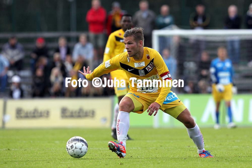 27.8.2012, Tapiolan urheilupuisto, Espoo..Veikkausliiga 2012..FC Honka - Vaasan Palloseura..Sebastian Strandvall - VPS