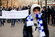 Asielzoekers demonstreren tegen hun verblijf in het tentenkamp op Heumensoord, die vinden dat hun wa