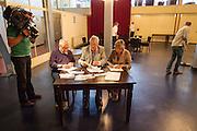De kiescommissie telt de stemmen wie op de tweede plaats mag op de lijst van 50Plus. In Hilversum houdt de 50Plus partij haar verkiezingscongres. Tijdens het partijcongres wordt Henk Krol gekozen tot de lijsttrekker. Jan Nagel is de partijvoorzitter. <br /> <br /> A committee is counting the votes for the second place on the list of the 50Plus party. The 50Plus party, a political party aiming mostly at the people of 50 years and older, is having its congress in Hilversum. Henk Krol, former chief editor of the Gaykrant, is elected as leader. Jan Nagel is the chairman.