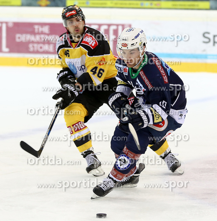 28.12.2015, Albert Schultz Halle, Wien, AUT, EBEL, UPC Vienna Capitals vs EC VSV, 36. Runde, im Bild Matthew Dzieduszycki (Vienna Capitals) und Brock Mcbride (EC VSV) // during the Erste Bank Icehockey League 36th round match between UPC Vienna Capitals and EC VSV at the Albert Schultz Halle in Vienna, Austria on 2015/12/28. EXPA Pictures © 2015, PhotoCredit: EXPA/ Alexander Forst