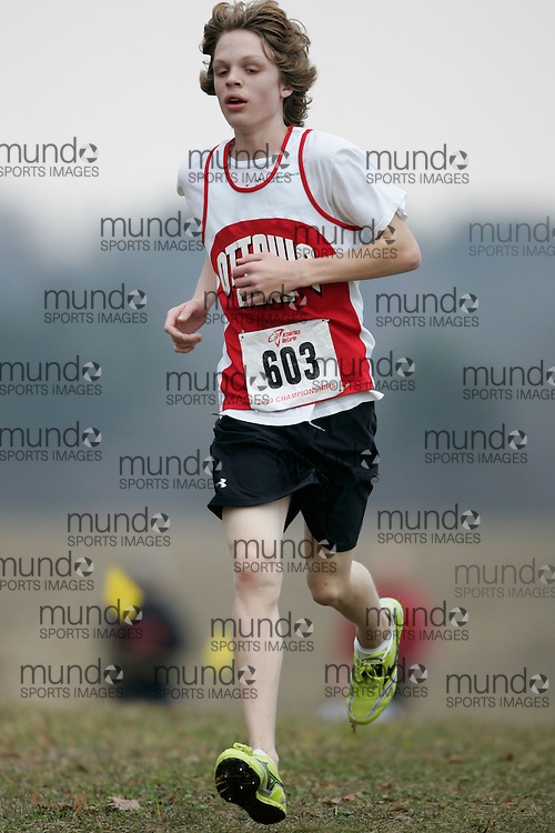 King City, Ontario ---09-11-15--- Robert Dysart of the Ottawa Lions Track & Field Clu competes at the Athletics Ontario Cross Country Championships in King City, Ontario, November 16, 2009..GEOFF ROBINS Mundo Sport Images