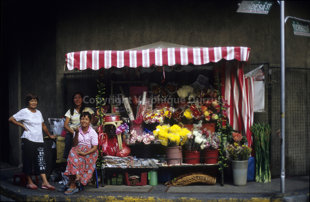 FLOWERS SELLERS, LUZON ISLAND, THE PHILIPPINES
