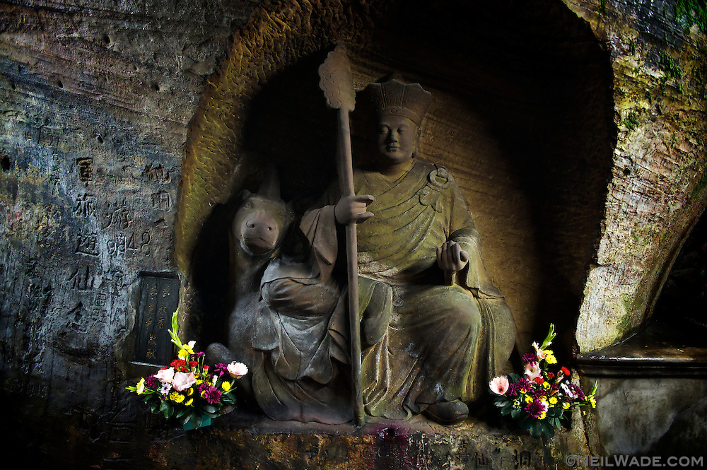 The Xiandong Fairy Cave has several nice cave rock carvings.