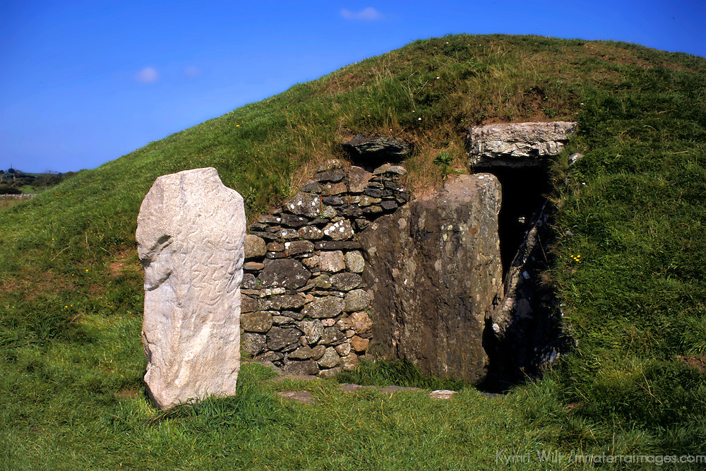 Europe, United Kingdom, Wales, Angelesey. Ancient burial chamber of Bryn Celli Ddu, c. 2000BC, a CADW Welsh Heritage Site. The carved stone standing outside is a replica - the original is in the National Museum and Galleries of Wales.