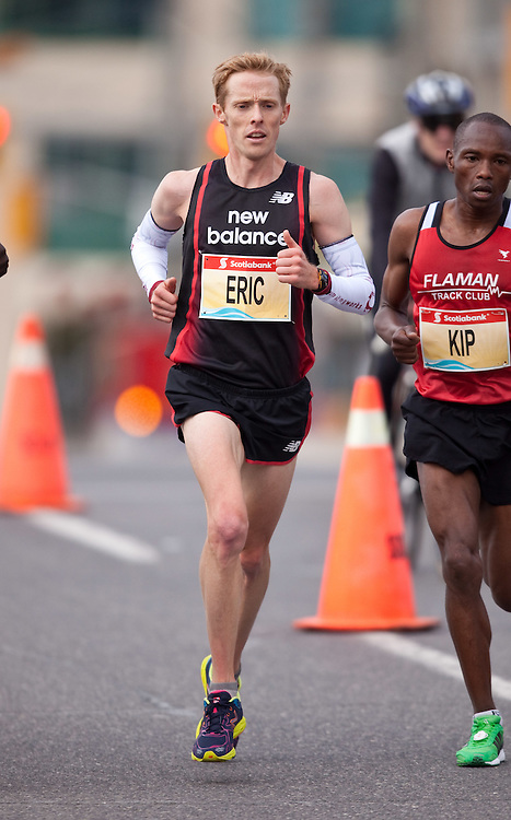 Toronto, Ontario ---11-10-16--- Eric Gillis competes in the Scotiabank Toronto Waterfront Marathon, October 16, 2011.<br /> GEOFF ROBINS Mundo Sport Images