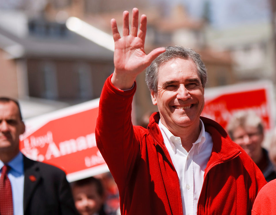 Liberal leader Michael Ignatieff waves to supporters during a campaign stop in Paris, Ontario April 30, 2011.<br /> REUTERS/Geoff Robins (CANADA)