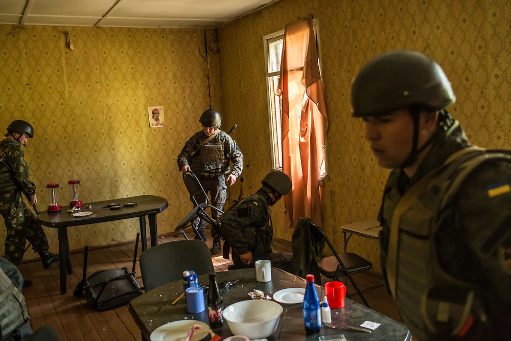 YAVORIV, UKRAINE - APRIL 30, 2015: Ukrainian soldiers participate in a mock house raid, a component of military training directed by the U.S. Army's 173rd Airborne Brigade as part of Operation Fearless Guardian at the Yavoriv training center near Yavoriv, Ukraine. Around 300 American soldiers are training an equivalent number of Ukrainians during each of three eight-week programs to improve their ability to combat Russian-backed rebels in the country's east. CREDIT: Brendan Hoffman for The New York Times