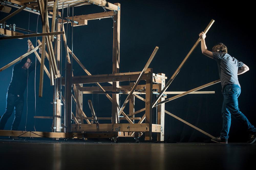 NICOLAS BERNIER &amp; MARTIN MESSIER (CA) <br /> MACHINE_VARIATION / A/VISIONS 1: ARTY APPARATUS / IMP&Eacute;RIAL / MUTEK 2014