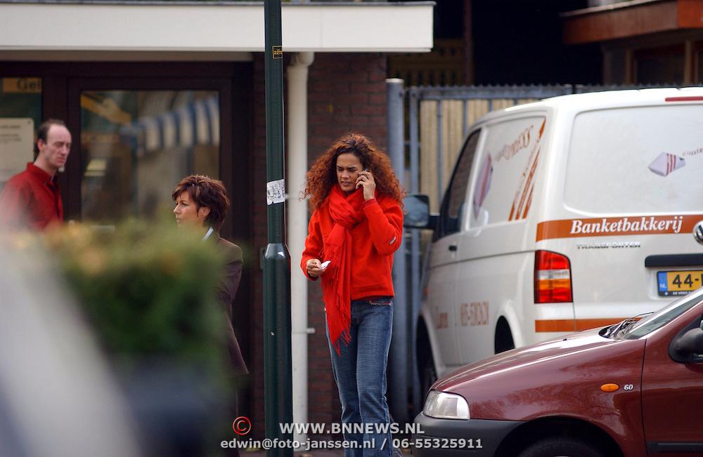 Chimene van Oosterhout winkelend in Laren