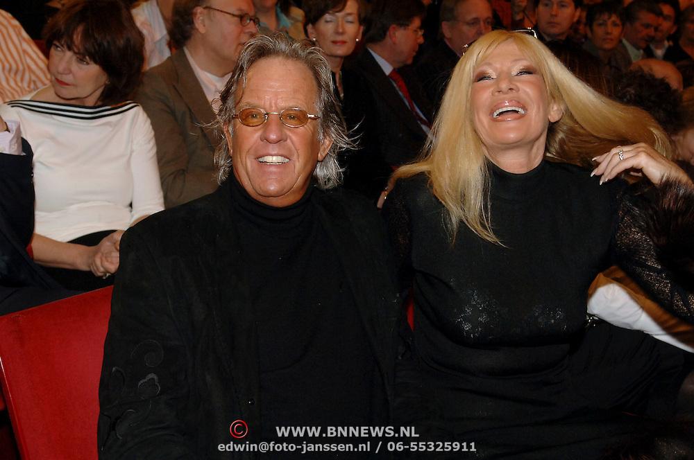 NLD/Utrecht/20060319 - Gala van het Nederlandse lied 2006, Mary Borsato en partner Bert Bakker