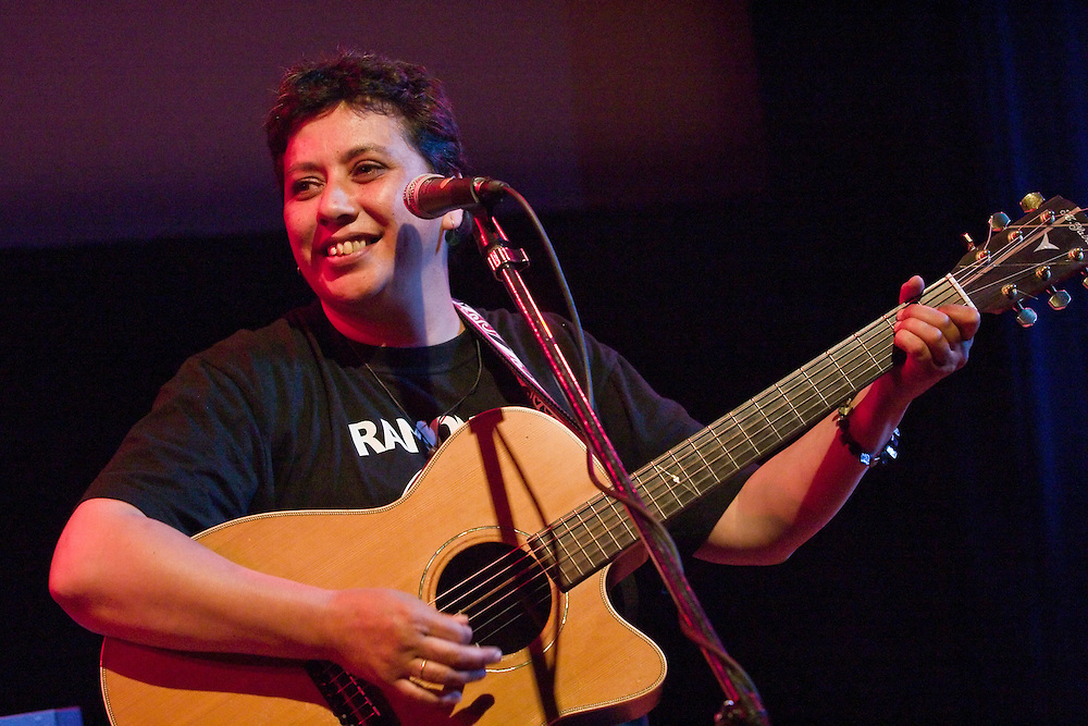 Mahinarangi Tocker performs with Shona Laing at Mad Pride, in the Ilott Theatre in Wellington, on Sunday 28 November 2004.