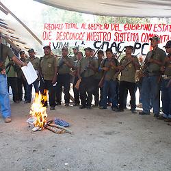 Members of the Community Police reject publicly the state Order to regulate them in San Luis Acatl·n, on February 17th, 2013. / Miembros de la PolicÌa Comunitaria rechazan en un acto p?blico el decreto estatal para regularles en San Luis Acatl·n, el 17 de febrero de 2013. (Photo:  Prometeo Lucero)