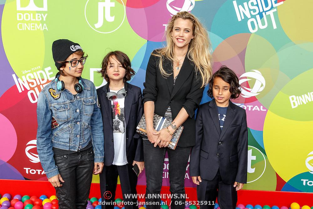 NLD/Hilversum/20150715 - Premiere Binnenstebuiten, Maria Kooistra en kinderen