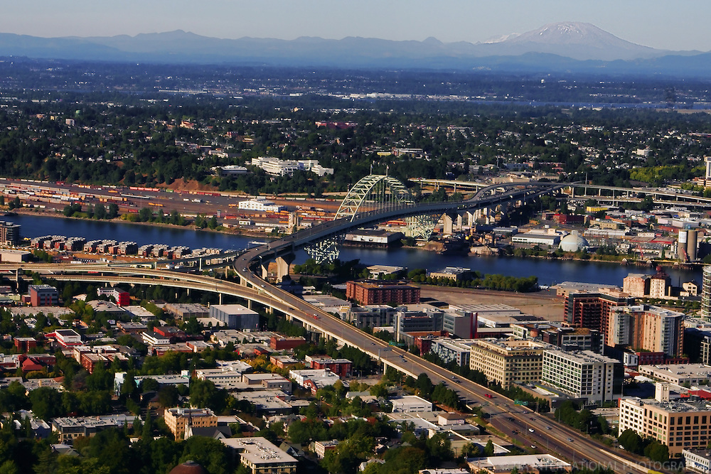 Pearl District featuring Fremont Bridge & Mount St. Helens