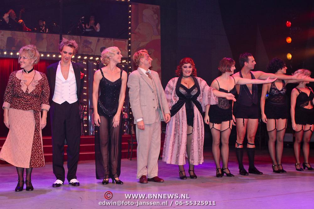 NLD/Eindhoven/20081012 - Premiere Cabaret, slotapplaus, cast