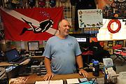 Taucher und Tauchlehrer Rick Miller im Tauchladen  Scuba Fun auf Key Largo..Florida 2009..Foto © Stefan Falke.