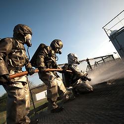 Reportage sur le Centre d'Entra&icirc;nement &agrave; la S&eacute;curit&eacute; du Portzic, la nouvelle tenue des marins pompiers en test au CFPES et la compagnie des marins pompiers de Brest.<br /> mars 2012 / Brest / Finist&egrave;re (29) / FRANCE<br /> Cliquez ci-dessous pour voir le reportage complet (93 photos) en acc&egrave;s r&eacute;serv&eacute;<br /> http://sandrachenugodefroy.photoshelter.com/gallery/2012-03-Compagnie-des-Marins-Pompiers-de-Brest-Complet/G00006UpdyenDXkg/C0000yuz5WpdBLSQ