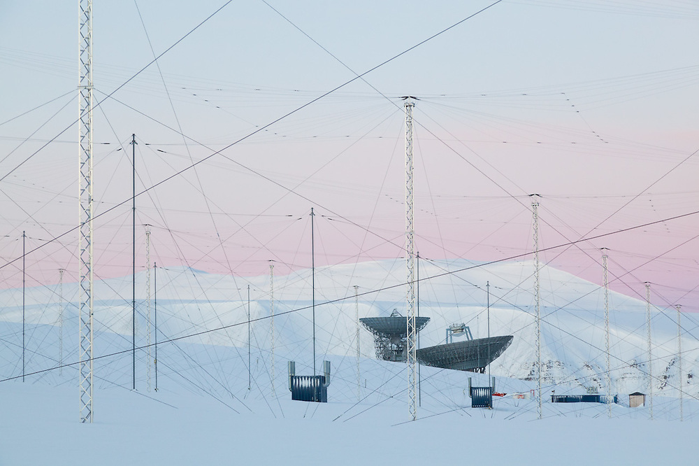 Antenna arrays and parabolic radar antennas at the European Incoherent Scatter Scientific Association (EISCAT) facility on Breinosa, Svalbard. The technique is used to study the physics of the atmosphere and ionosphere.
