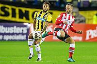ARNHEM - Vitesse - PSV , Voetbal , Eredivisie , Seizoen 2016/2017 , Gelredome , 29-10-2016 ,  Vitesse speler Lewis Baker (l) in duel met PSV speler Bart Ramselaar (r)