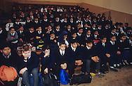 United Kingdom. Birmingham. Here, the traditional  Assembly  at the school of Small Heath, an area primarily populated by immigrants of the Indian sub-continent.  Even the Christian children must attend the Islamic assemblies.  Birmingham  UnitedKingdom     /  Ici,  l'Assembly  traditionnelle à l'école de Small Heath, un quartier peuplé majoritairement par les immigrés du sous-continent indien. Même les enfants chrétiens doivent assister aux assemblées islamiques.  Birmingham  Grande Bretagne