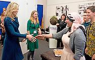 27-11-2015 DEN HAAG - Koningin Máxima is vrijdag 27 november aanwezig bij de slotbijeenkomst van Kracht on Tour in de Fokker Terminal in Den Haag. Kracht on Tour is een stimuleringsprogramma dat zich richt op vrouwen die financieel kwetsbaar zijn, omdat ze geen werk hebben of weinig uren werken. In de afgelopen twee jaar zijn vrouwen geïnspireerd om door middel van workshops, discussies en rolmodellen hun eigen talenten te ontdekken en te verzilveren.Tijdens de slotbijeenkomst presenteert minister Bussemaker van Onderwijs, Cultuur en Wetenschap de resultaten van twee jaar Kracht on Tour. Bezoekers kunnen in verschillende paviljoens kennismaken met de initiatieven per regio en deelnemen aan workshops. COPYRIGHT ROBIN UTRECHT