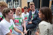 Jolande Sap (rechts) praat met hear supporters na afloop van het debat. In Utrecht vindt tijdens de introductiedagen het eerste lijsttrekkersdebat plaats voor de Tweede Kamerverkiezingen. Diederik Samsom (PvdA), Alexander Pechtold (D'66), Arie Slob (ChristenUnie), Jolande Sap (GroenLinks) en Sybrand Buma (CDA) discussieerden vooral over de zaken die studenten aangaan. Pechtold en Samsom wonnen samen het debat.<br /> <br /> Jolande Sap (right) is talking to her supporters after the debate. At the introduction days for the Utrecht University freshmen, political leaders are debating for the first time to start the campaign for the elections of the Dutch parliament. Diederik Samsom (PvdA), Alexander Pechtold (D'66), Arie Slob (ChristenUnie), Jolande Sap (GroenLinks) and Sybrand van Haersma Buma (CDA) are debating mainly on issues concerning education. Samsom and Pechtold won this debate equally.