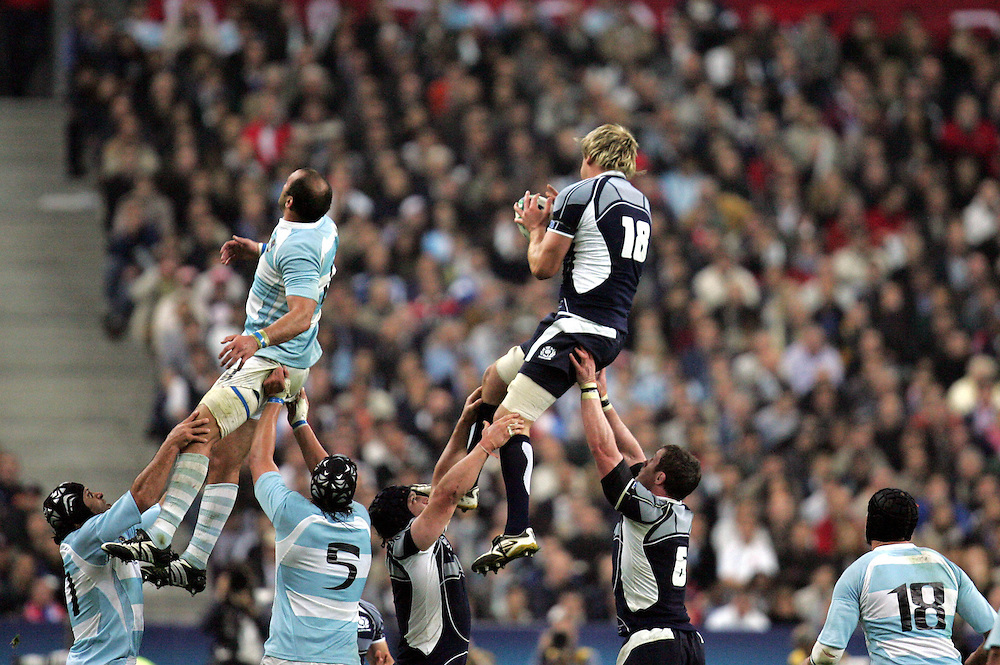 Scott Macleod wins a lineout. Argentina v Scotland (19 - 13) Stade de France, St Dennis, 07/10/2007, Quarter Final Match 44. Rugby World Cup 2007..