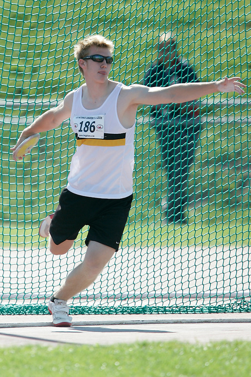 Sherbrooke, Quebec ---09/08/09---  Drew Sedor of Manitoba competes in the discus at the 2009 Legion Canadian Youth Track and Field Championships in Sherbrooke, Quebec, August 10, 2009..HO/ Athletics Canada (credit should read GEOFF ROBINS/Mundo Sport Images/ Athletics Canada)..